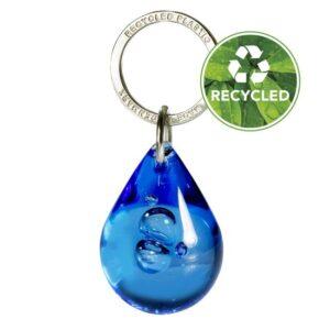 Pisara-avaimenperä kierrätetystä materiaalista